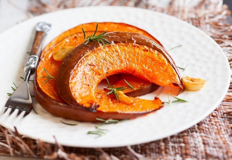 ТОП-3 классных блюда из тыквы – оригинальное жаркое, тыква с медом и под сырно-чесночным соусом