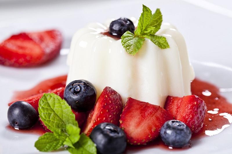 Предлагаем заменить жирные и вредные десерты полезным и нежным желе – мы собрали в посте лучшие рецепты