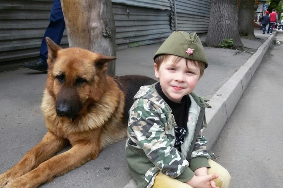 6-летний Ваня с отцом уже спасли больше ста собак и кошек – удивительная история